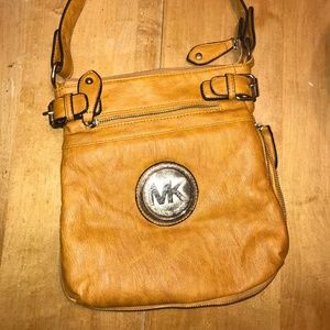 michael kors tan shoulder bag